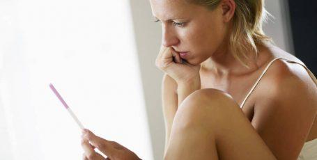 Выделения до задержки: как узнать, что беременность наступила?