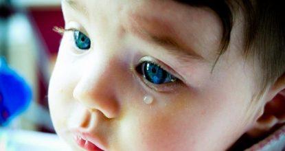 Слезятся глазки у малыша: повод для беспокойства или безобидное явление