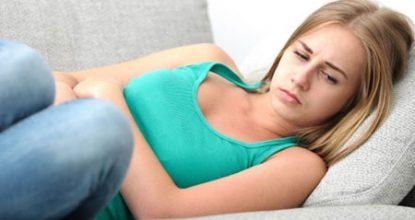 Зеленые выделения у женщин: причины и варианты лечения